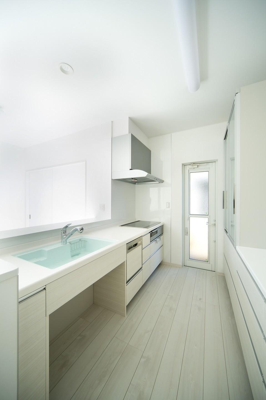 キッチン事例:キッチン(ラ・フィエスタ  「地中海の陽光に照らし出された家」)