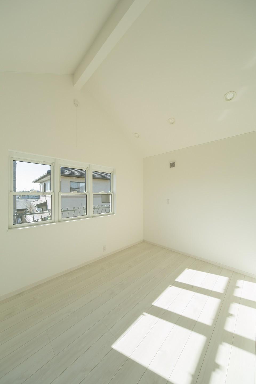 ベッドルーム事例:2階ベッドルーム(ラ・フィエスタ  「地中海の陽光に照らし出された家」)