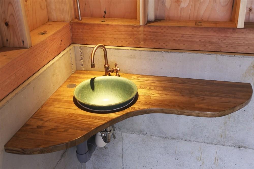 木造軸組み大スパンの家 (手造りローコスト手洗いカウンター)