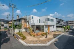カドニワの家 ー内と外が緩やかにつながった「空間グラデーション」ー (道路も庭の一部)