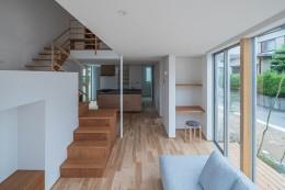 カドニワの家 ー内と外が緩やかにつながった「空間グラデーション」ー (開放感のあるLDK)