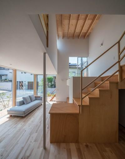 カドニワの家 ー内と外が緩やかにつながった「空間グラデーション」ー (吹き抜けとスキップフロア)