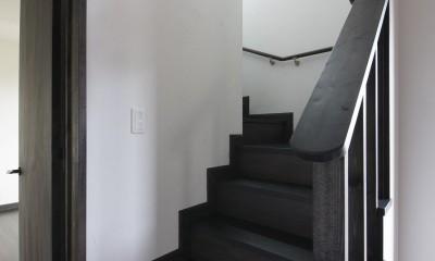 黒塗りの和モダン (階段)