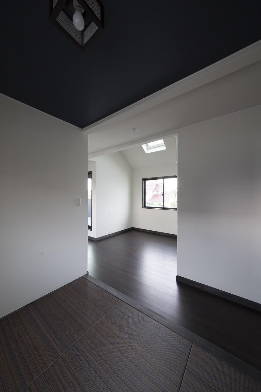 その他事例:2階和室(黒塗りの和モダン)