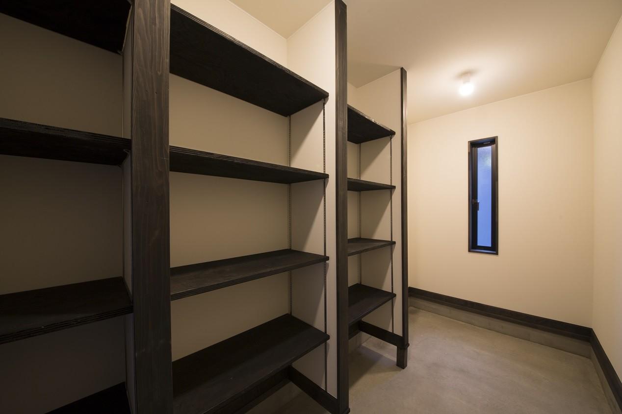 収納事例:玄関横収納(黒塗りの和モダン)
