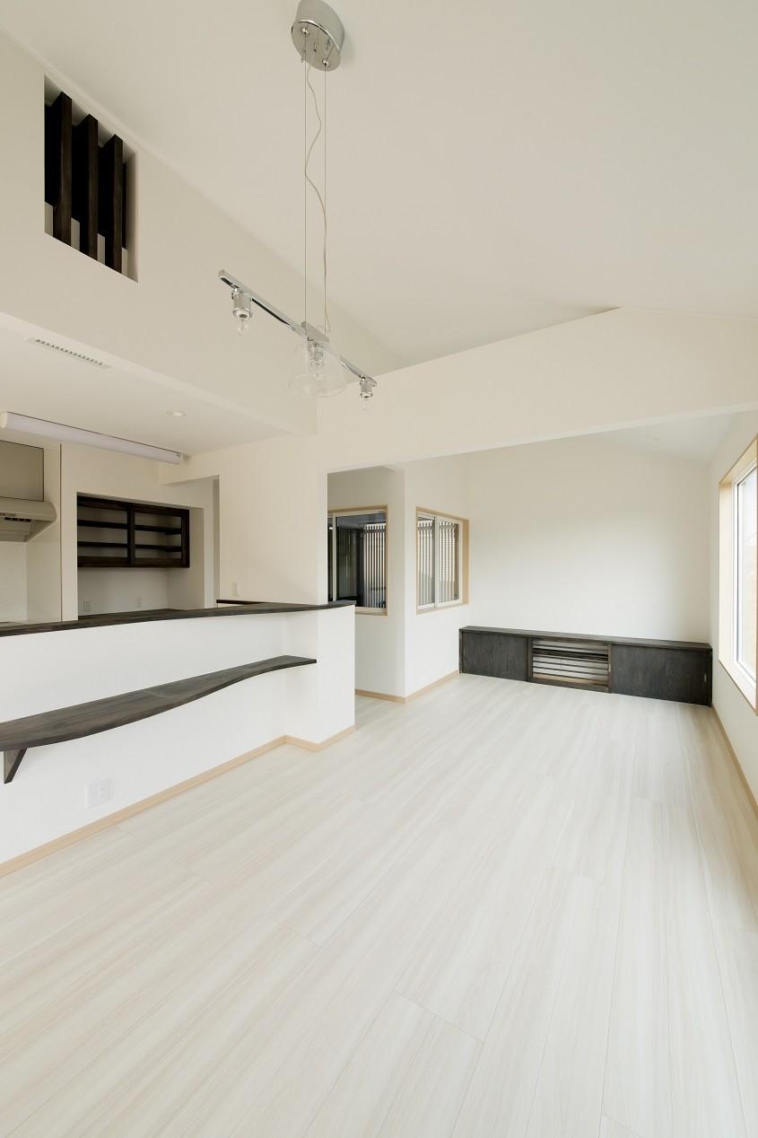 リビングダイニング事例:2階LD(ツイン・シェイプス 「2世帯住宅」)