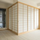 ツイン・シェイプス 「2世帯住宅」の写真 1階和室の方を見る