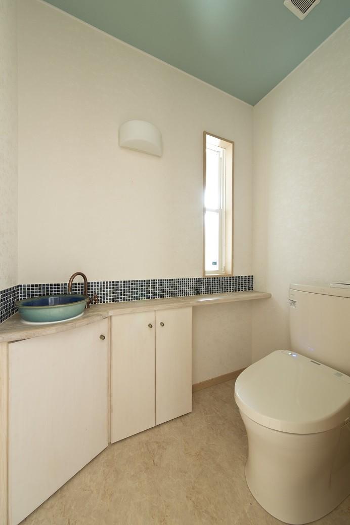 バス/トイレ事例:1階トイレ(ツイン・シェイプス 「2世帯住宅」)