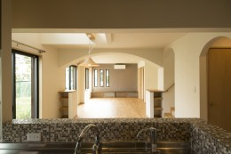 ベイジン・ストリート・ブルース 「ジャズをこよなく愛するオーナーの家」 (キッチンからリビングを見る)