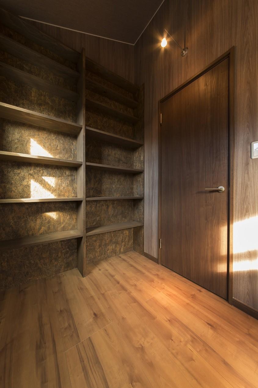 書斎事例:男の隠れ家(ベイジン・ストリート・ブルース 「ジャズをこよなく愛するオーナーの家」)