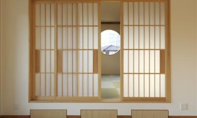 和楽3層住宅 (ダイニングから和室を見る)