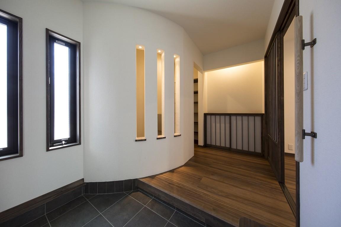 玄関事例:玄関ホール(ご両親のためのコートハウス 「平屋+α」)