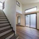 ご両親のためのコートハウス 「平屋+α」の写真 ロフトへの階段
