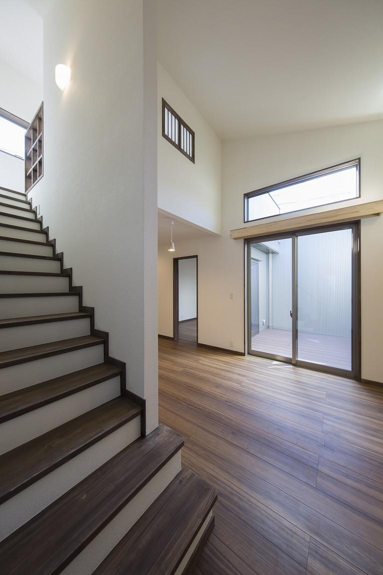 ご両親のためのコートハウス 「平屋+α」 (ロフトへの階段)