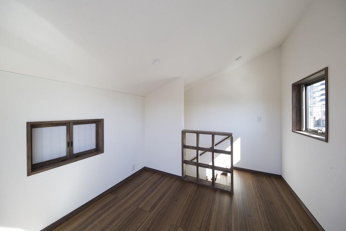 ベッドルーム事例:ロフト(ご両親のためのコートハウス 「平屋+α」)