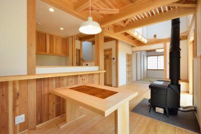 HUFUプラスワン/ローコストで建てる規格型の木の家 (薪ストーブのあるリビング)
