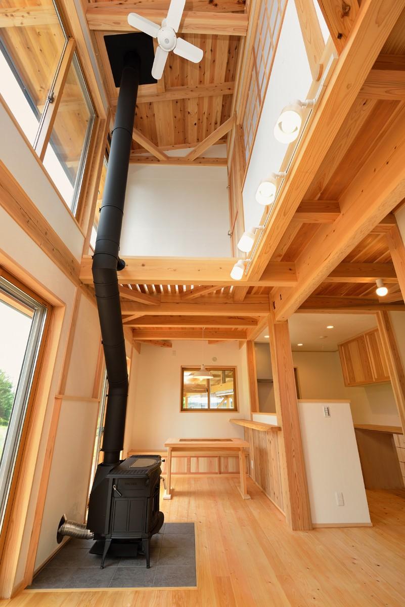 リビングダイニング事例:薪ストーブのあるリビング(HUFUプラスワン/ローコストで建てる規格型の木の家)