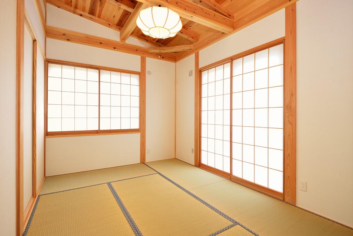 ベッドルーム事例:リビングに面した和室(HUFUプラスワン/ローコストで建てる規格型の木の家)