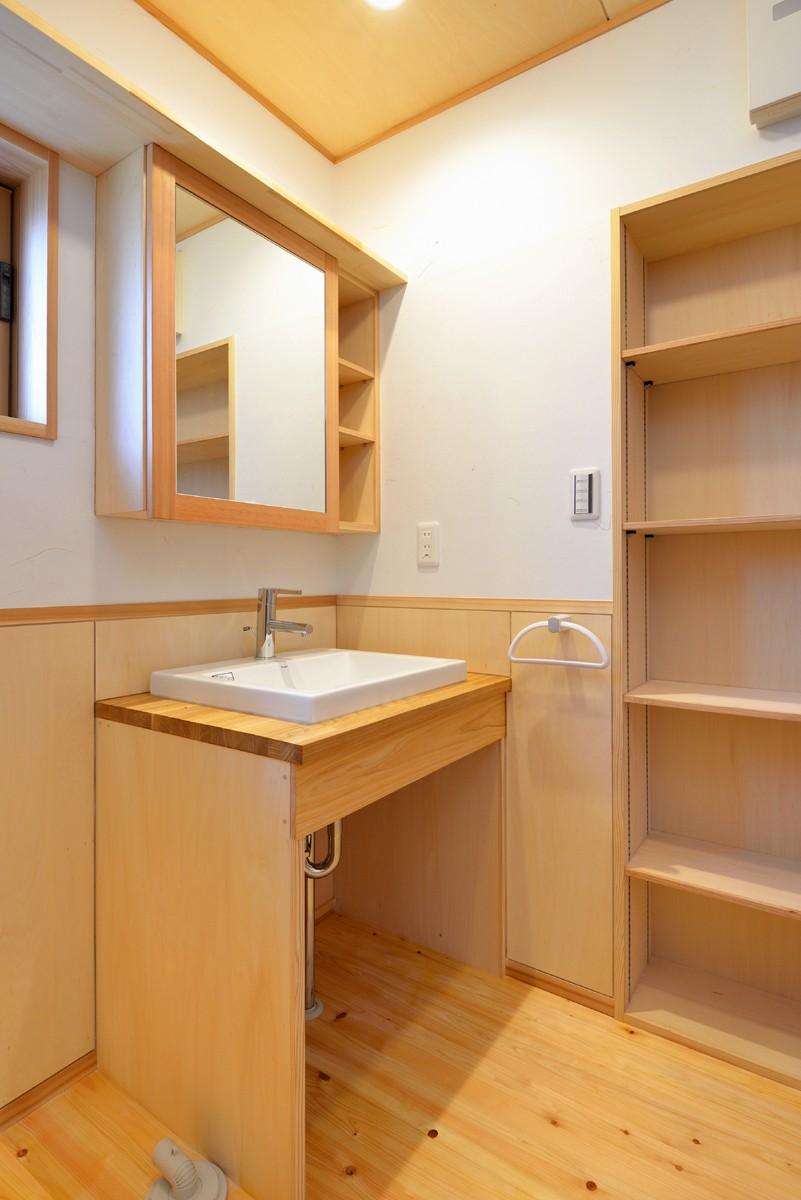 バス/トイレ事例:リビングに面した洗面所(HUFUプラスワン/ローコストで建てる規格型の木の家)