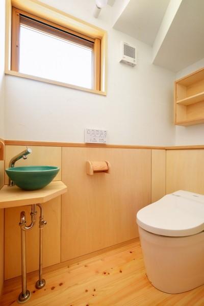 トイレ (HUFUプラスワン/ローコストで建てる規格型の木の家)