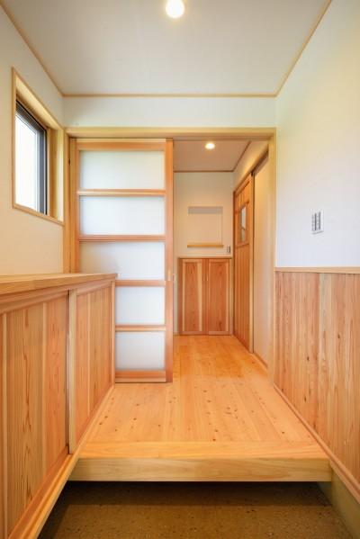玄関 (HUFUプラスワン/ローコストで建てる規格型の木の家)