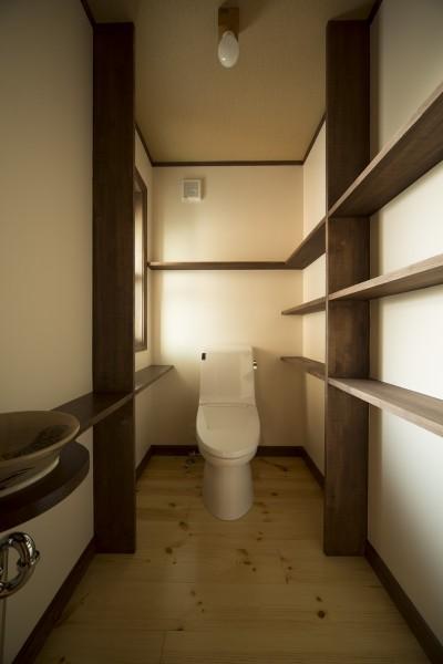 1階トイレ (セブンステップス・トゥ・ヘブン 「我孫子駅徒歩圏内・充実のスローライフ」)