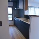雲梯(うんてい)のある家の写真 明るく開放感のあるキッチン