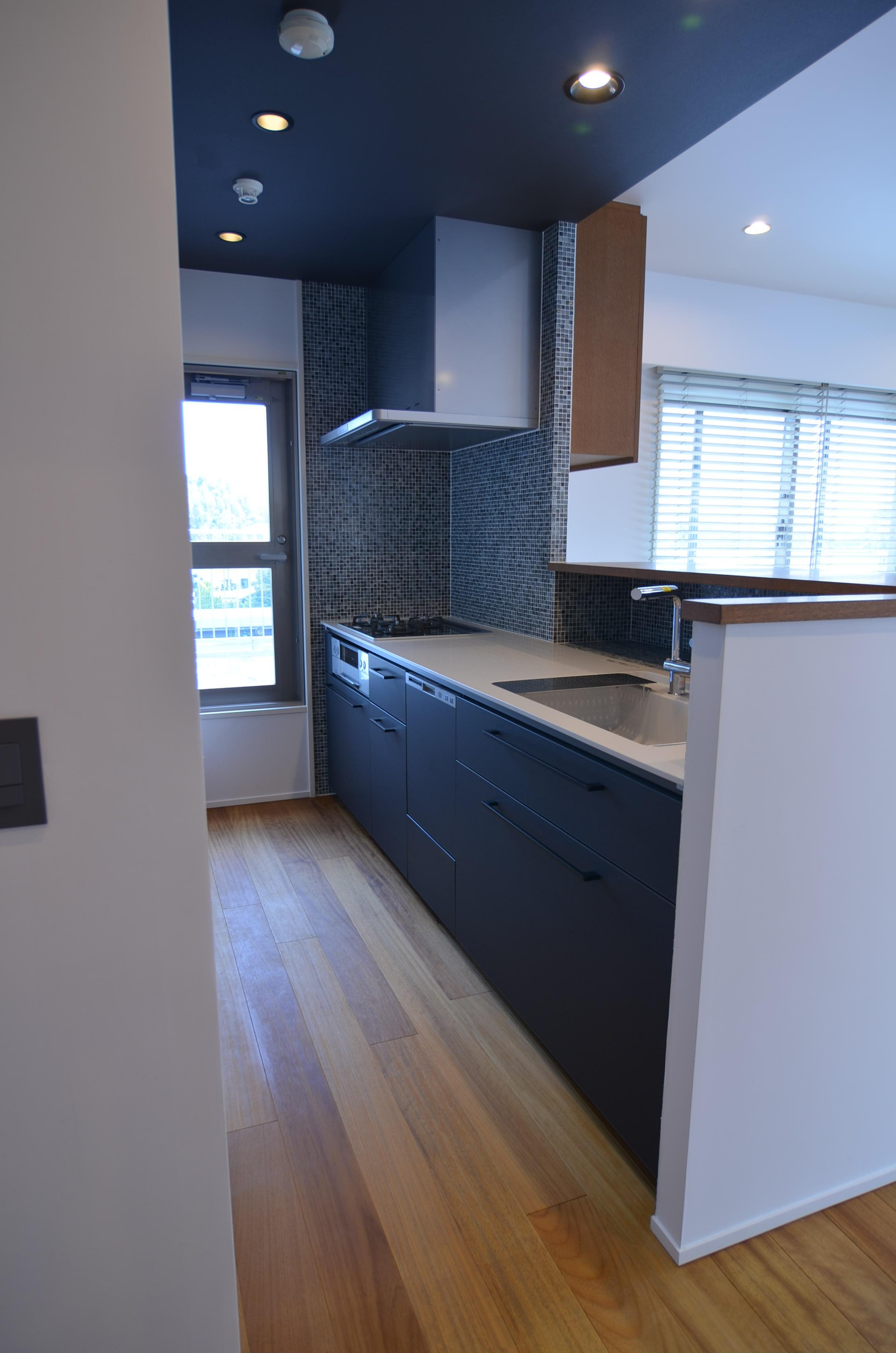 キッチン事例:明るく開放感のあるキッチン(雲梯(うんてい)のある家)
