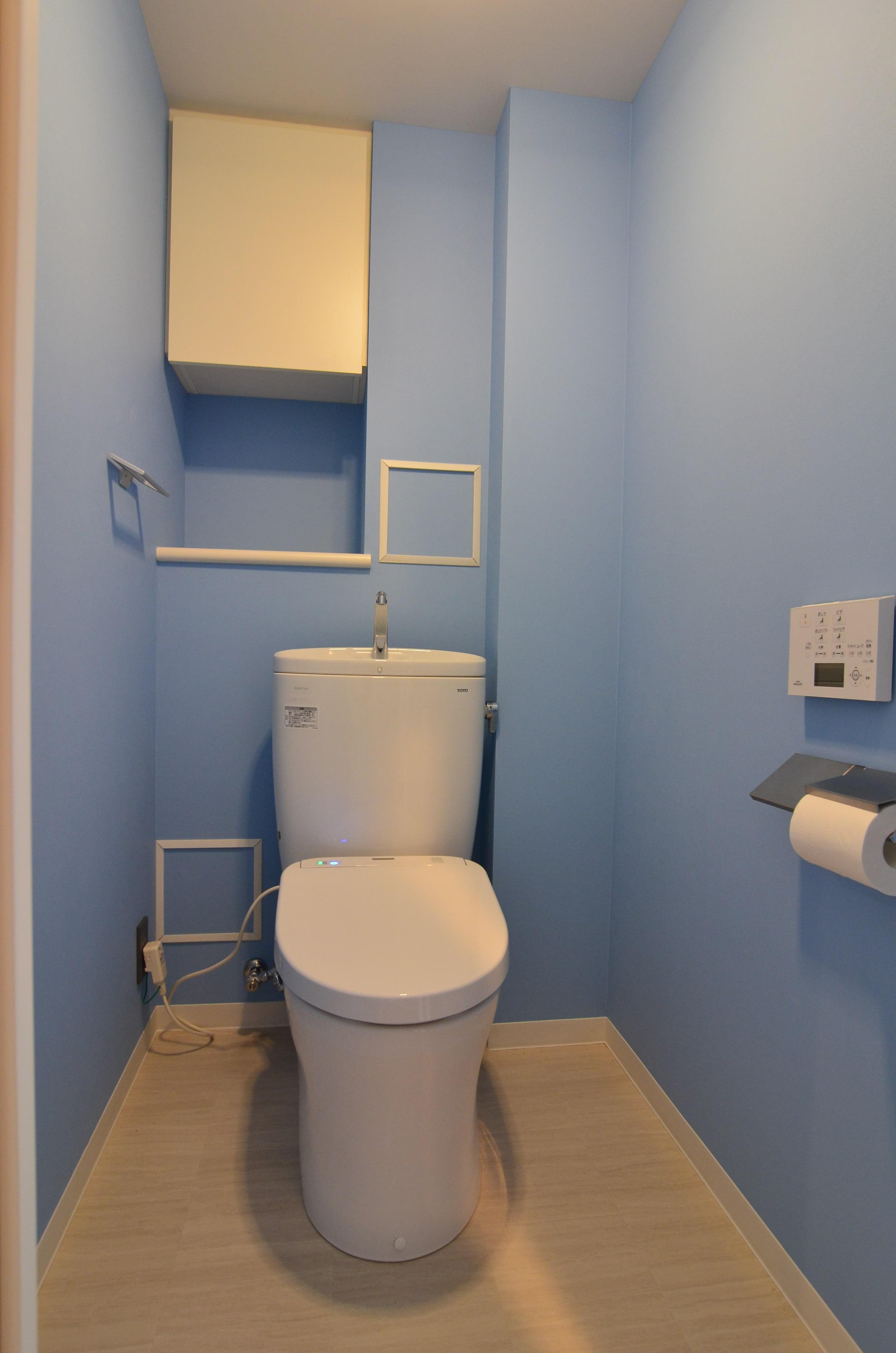 バス/トイレ事例:壁紙がかわいいトイレ(雲梯(うんてい)のある家)