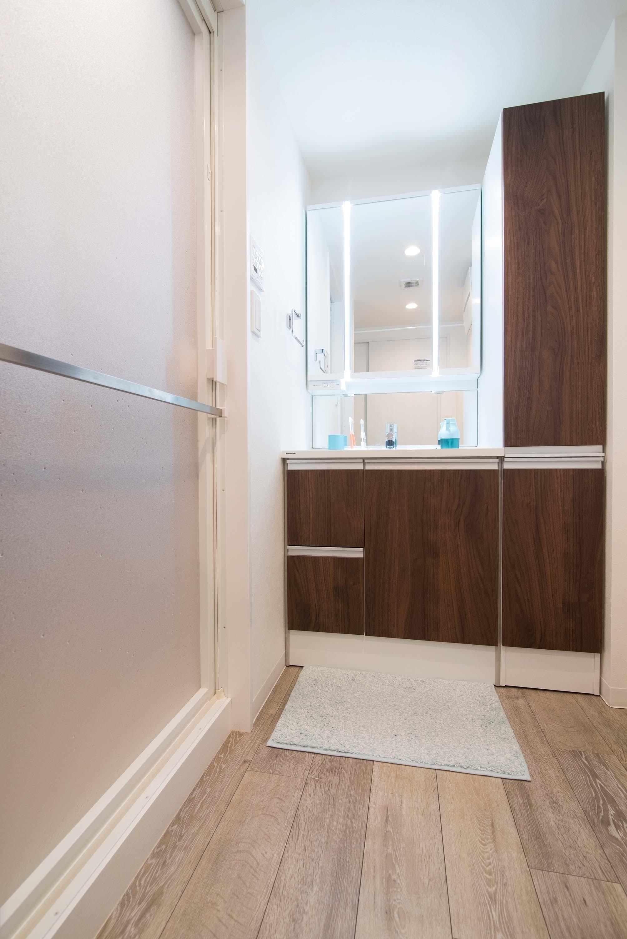 バス/トイレ事例:洗面室(ぴったりはまった「ARISE U」)