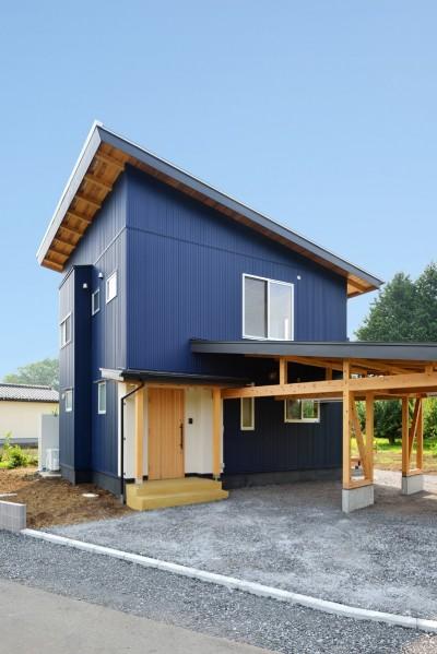 木の構造体の車庫 (HUFUプラスワン/ローコストで建てる規格型の木の家)