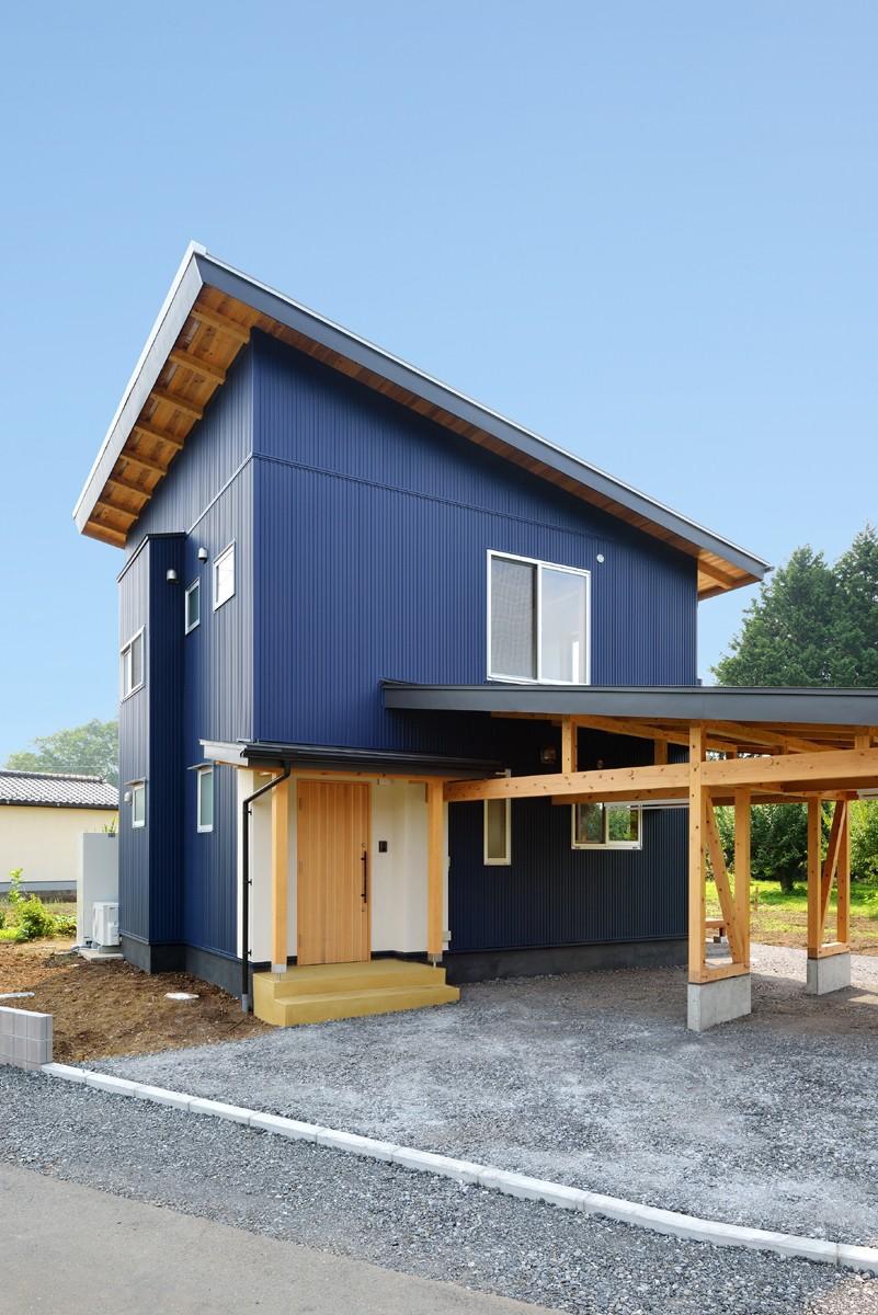 HUFUプラスワン/ローコストで建てる規格型の木の家 (木の構造体の車庫)
