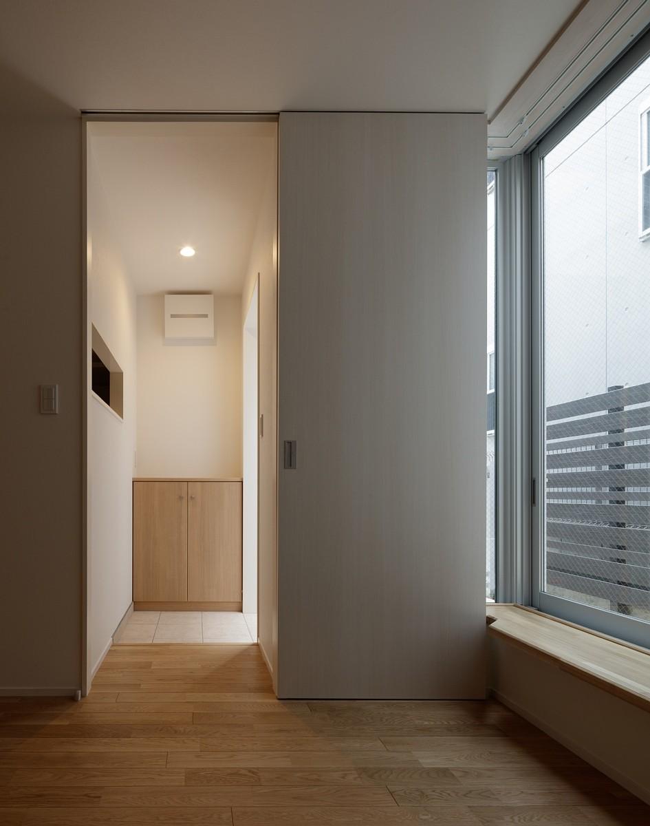 リビングダイニング事例:内部(小規模デザイナーズアパートメント|三茶の集住)