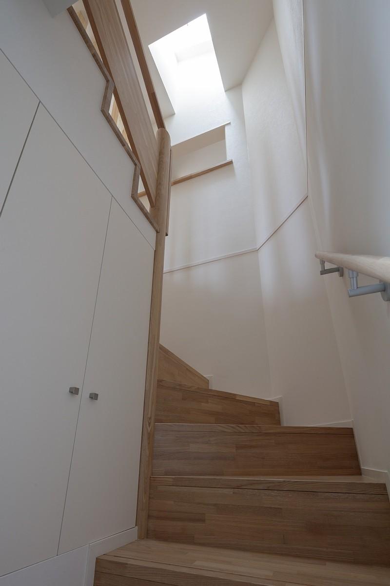 その他事例:階段(小規模デザイナーズアパートメント|三茶の集住)