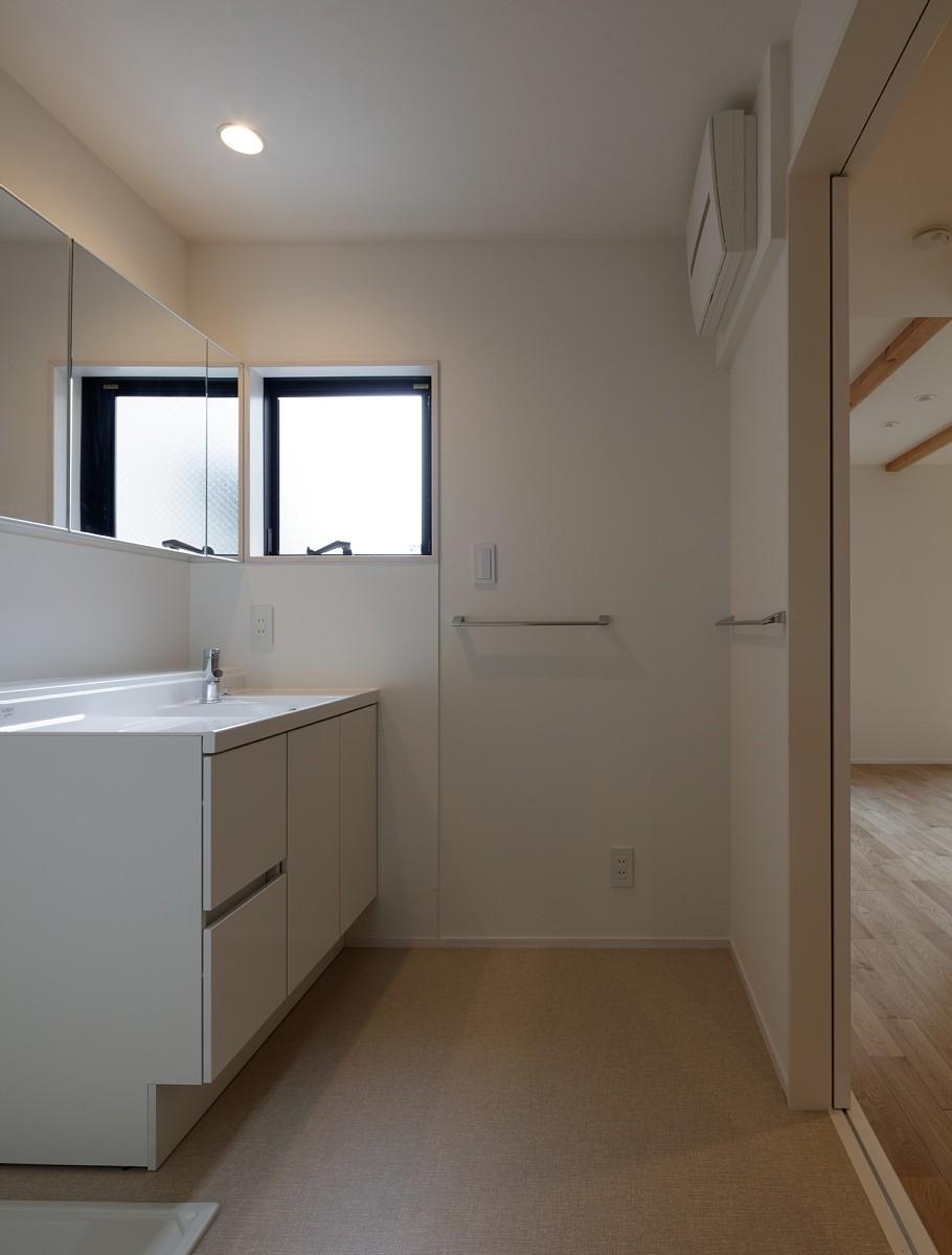 バス/トイレ事例:洗面室(小規模デザイナーズアパートメント|三茶の集住)