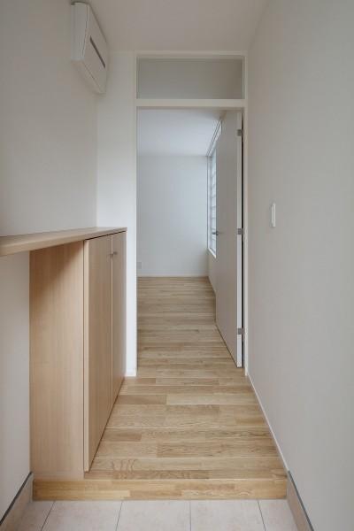 玄関 (小規模デザイナーズアパートメント|三茶の集住)