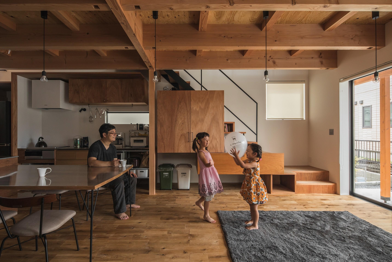 リビングダイニング事例:リビング(収納家具にプラスαの機能を付けた収納をテーマにした家(野路の家))