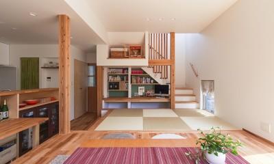 夕雲町の家-little forest- (夕雲町の家 リビングと畳コーナー)