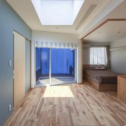 夕雲町の家-little forest- (夕雲町の家 2階ホールと主寝室)