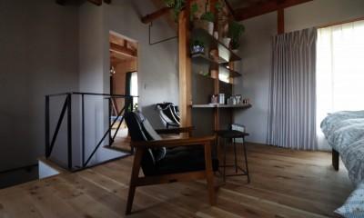 自然素材と色彩を楽しむ家 (くつろぎコーナー)