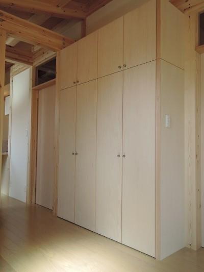 造り付け玄関収納家具 (木造平屋建てバリアフリー住宅)
