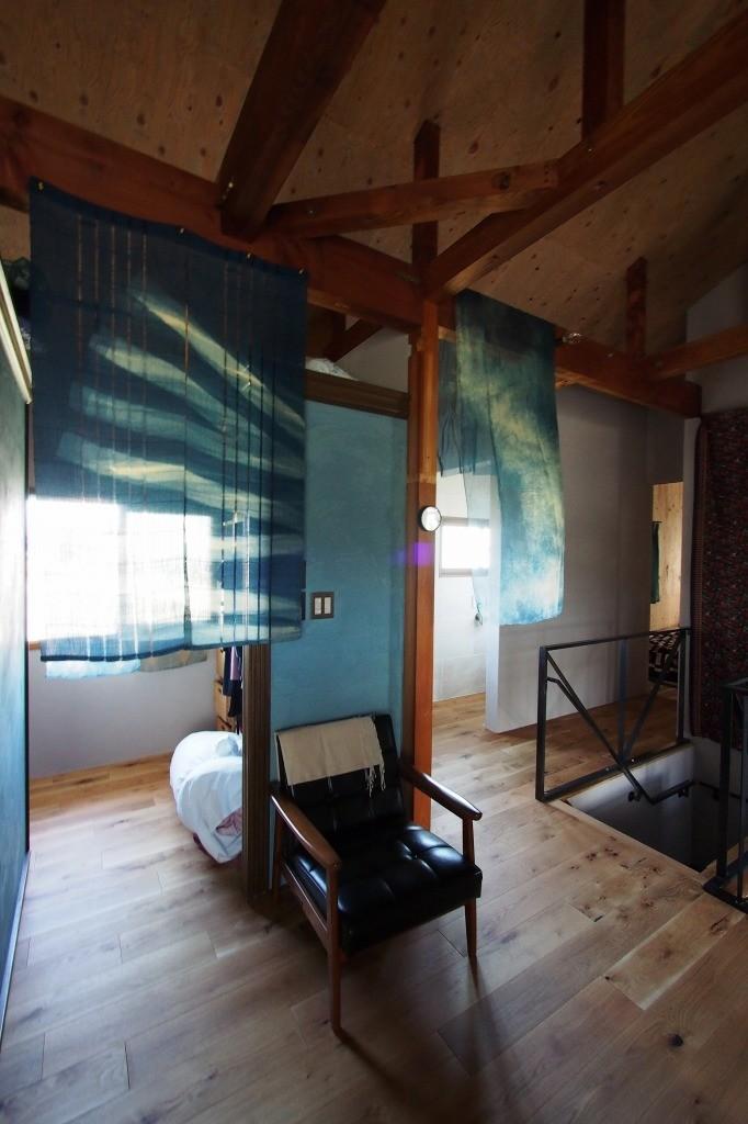 自然素材と色彩を楽しむ家 (クローゼット~廊下)