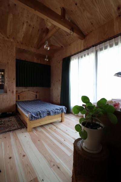自然素材と色彩を楽しむ家 (洋室)