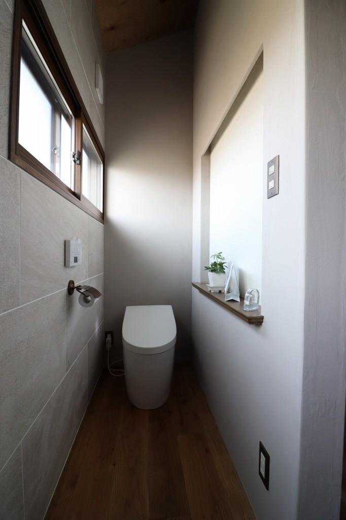 バス/トイレ事例:トイレ(自然素材と色彩を楽しむ家)