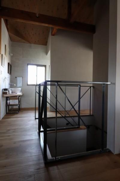 廊下 (自然素材と色彩を楽しむ家)