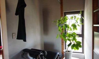 自然素材と色彩を楽しむ家 (ランドリースペース)
