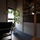 自然素材と色彩を楽しむ家の写真 グレーチング