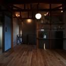自然素材と色彩を楽しむ家の写真 ライティング(主寝室)