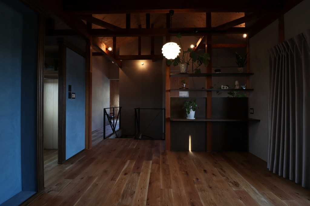 ベッドルーム事例:ライティング(主寝室)(自然素材と色彩を楽しむ家)