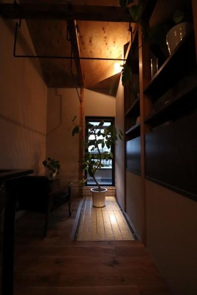 ライティング(ランドリースペース) (自然素材と色彩を楽しむ家)